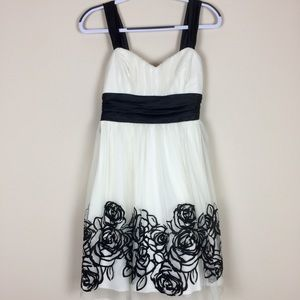 Women's Sz 5 Trixxi Dress 👗